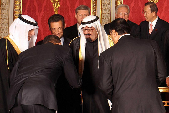 Bowing to Saudi King2